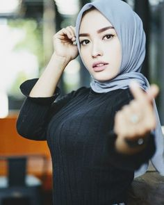 Arab Girls Hijab, Girl Hijab, Muslim Girls, Ootd Hijab, Hijab Chic, Scarlett Johansson Hairstyle, Anime Muslim, Indonesian Girls, Beautiful Hijab