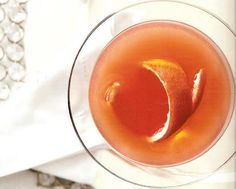 Esta aromática y estimulante ginebra de naranja casera es una de las recetas recopiladas en el libro 'The complete book of preserving', editado por The Random