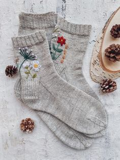 Sweater Knitting Patterns, Knitting Socks, Hand Knitting, Hand Embroidery Videos, Embroidery Patterns, Cozy Socks, Embroidered Clothes, Designer Socks, Knit Crochet