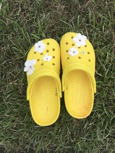 Cool Crocs, Cute Shoes, Me Too Shoes, Yellow Crocs, Sneaker Heels, Sneakers, Croc Charms, Creative Shoes, Embellished Shoes