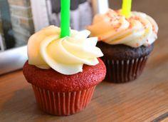 Red velvet cupcake & cream cheese frosting #recipe