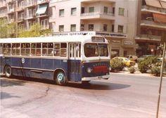 """Το λεωφορείο """"521"""" επί της Κηφισίας, τη δεκαετία του '80. Στο βάθος διακρίνεται η οδός Λαρίσης και το κατάστημα ειδών σπιτιού, """"Εισαγωγική Κρυστάλλων"""