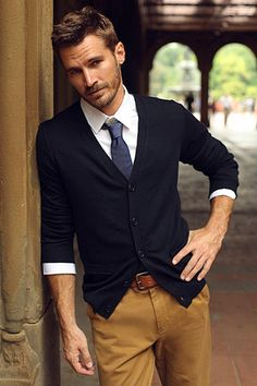 handsome man wearing brown pants, white shirt, blue tie, and black jumper. Mode Masculine, Mens Fashion Blog, Fashion Outfits, Men's Fashion, Fashion Ideas, Travel Outfits, Fashion Updates, Men's Outfits, Fashion Guide
