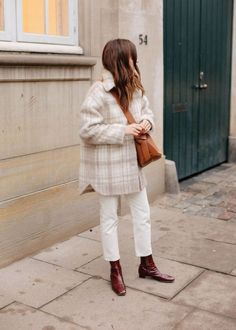 What to wear in Copenhagen. Outfit ideas for a cold trip in February. Puffer coats and lots of layer. Winter Mode Outfits, Winter Fashion Outfits, Autumn Winter Fashion, Spring Outfits, Fall Layered Outfits, Autumn Outfits Women, Cold Spring Outfit, Autumn Coat, Fashion Dresses