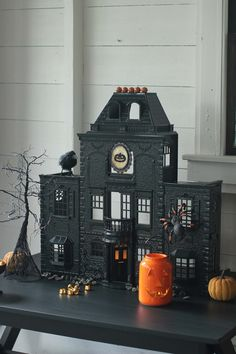 Spray Paint a Dollhouse into a Haunted House Haunted Dollhouse, Haunted Dolls, Halloween Haunted Houses, Creepy Halloween, Halloween Horror, Halloween House, Holidays Halloween, Halloween Party Themes, Halloween Crafts