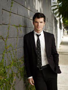 Ian Harding aka Ezra Fitz <3