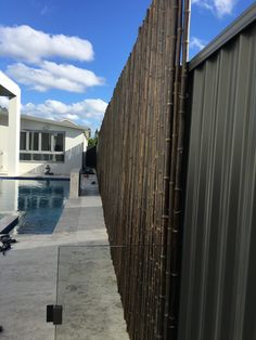 Lovely Home Exteriors Design Ideas Barn Door Liversalcom How To Cover Your Colorbond Fence Bamboo Privacy Screens Bamboo Screening Fence, Privacy Screen Outdoor, Privacy Screens, Modern Front Yard, Front Yard Fence, Fence Design, Garden Design, Modern Backyard, Backyard Ideas