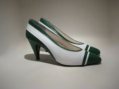 Pair of Green and White Spectators