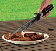 These officially licensed Star Wars Lightsaber BBQ Tongs allow you to barbecue like a Jedi. Featuring classic lightsaber sound effects, these BBQ tongs will make. Star Wars I, Star Wars Light Saber, Star Wars Gifts, Barbacoa, Objet Star Wars, Barbecue Original, Sabre Laser Star Wars, Cadeau Star Wars, Bbq Tongs
