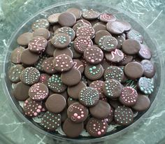 Easiest ever 'Thin Mint' girl scout cookie recipe....  1 box Ritz crackers  3lbs dark chocolate melted  15-20 drops peppermint oil    Melt chocolate, add peppermint oil to taste, stir well. Dip cracker and tap off excess chocolate on side of bowl. Dry on waxed paper.