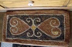 Heart rug: Edyth O'Neil pattern