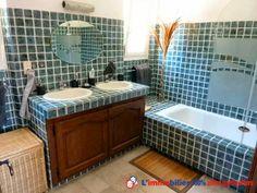 25km St-Tropez, les Issambres, quartier calme, résidentiel, provençale. 2 niveaux, vue mer, séjour cheminée 40m2, cuisine équipée, 4 chambres, mezzanine, 2 wc, salle d'eau, salle de bains. 3 terrasses. Piscine. Garage. Parking. Commodités http://www.partenaire-europeen.fr/Annonces-Immobilieres/France/Provence-Alpes-Cote-d-Azur/Var/Vente-Maison-Villa-F5-LES-ISSAMBRES-1014683 #salledebains