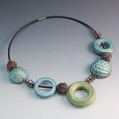 aqua and espresso fimo clay scraps make this gorgeous necklace Gollier vert, bleu et brun. Couleurs douces...
