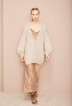 8d71ca9f2bf Découvrez les boutiques de vêtements prêt-à-porter créateur mode femmes à  Paris