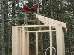 Survival and Urban Survival Building An Outhouse, Tiny Camper, Urban Survival, Building Plans, House In The Woods, Tiny House, Outdoor Structures, Diy Crafts, Exterior