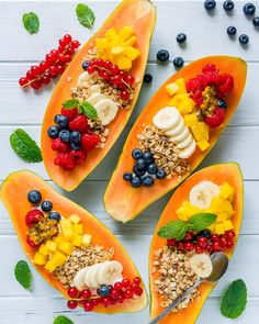 Start Your Morning with these Breakfast Papaya Boats! - Clean Food Crush Start Your Morning with these Breakfast Papaya Boats! Clean Eating Breakfast, Healthy Breakfast Recipes, Healthy Snacks, Healthy Recipes, Raw Vegan Breakfast, Delicious Recipes, Raw Vegan Recipes, Gourmet Recipes, Cooking Recipes