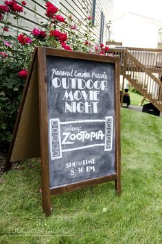 47 Ideas Backyard Movie Night Decorations Outdoor Projector For 2019 Backyard Movie Night Party, Outdoor Movie Party, Outdoor Movie Nights, Kino Theater, Movie Night For Kids, Kids Movie Party, Movie Theater Party, Cinema Party, Family Movie Night