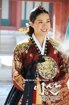 Yi San(Hangul:이산;hanja:李祘), also known asLee San: The Wind of the Palace, is a 2007 South Korean historical drama, starringLee Seo-jinandHan Ji-min.It aired onMBCfrom September 17, 2007 to June 16, 2008 on Mondays and Tuesdays  정순왕후 김여진