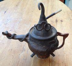 Harry Potter themed teapot in stoneware by Joy London Harry Potter, Princess Tea Party, Cuppa Tea, Ceramic Teapots, Chocolate Pots, Tea Bowls, Artisanal, Drinking Tea, Tea Time