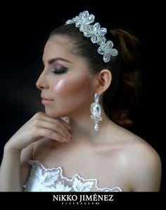 elegante tiara y aretes ordenalo directamente telefono,014535346160 apatzingan Michoacán México