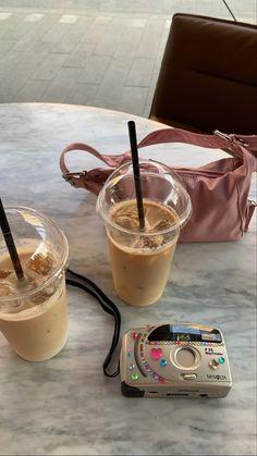 Coffee Date, Iced Coffee, Coffee Drinks, Aesthetic Coffee, Aesthetic Food, Aesthetic Photo, But First Coffee, I Love Coffee, Caffeine Addiction