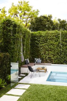 stunning outdoor pool landscaping designs inspirations for your backyard 1 Backyard Pool Landscaping, Swimming Pools Backyard, Pool Fence, Swimming Pool Designs, Backyard Fences, Backyard Designs, Landscaping Ideas, Glass Pool Fencing, Oberirdische Pools