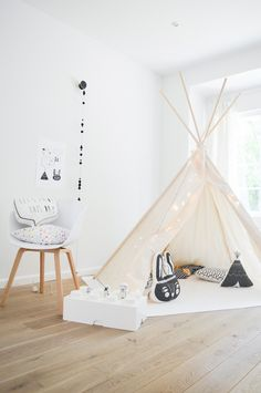Once in a while, the teepee comes out and the kids love it! Now even more so, since I have found the perfect deco and accessories for it! Minimalist Nursery, Nursery Modern, Rustic Nursery, Nursery Neutral, My Room, Girl Room, Room Inspiration, Interior Inspiration, Kids Play Spaces