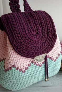 THE MOST WONDERFUL FREE CROCHET BAG MODELS 2019 – Page 27 of 28 Knitting pattern for easy knit earwarmer / headband. Crochet Backpack Pattern, Free Crochet Bag, Love Crochet, Knit Crochet, Crochet Bags, Crochet Feather, Knitted Bags, Beautiful Crochet, Crochet Handbags