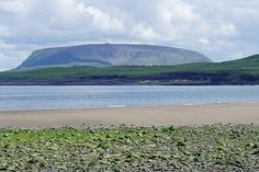 Knocknarea from Dunmoran Strand. You can walk up this hill to Queen Maeve's cairn. Stuff To Do, Things To Do, Home Temple, Country Bedding, The Beautiful Country, Bed And Breakfast, Ireland, Photo Galleries, Queen