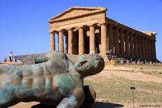 Temple of Concord: Tempio della Concordia - Scultura di Igor Mitoraj Sicily