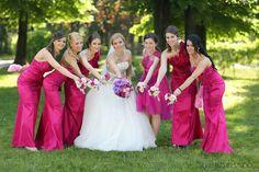 A fuchsia wedding .. Love it!! Beautiful bride and also hers bridesmaids .. A Danielle Design wedding