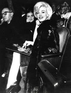 Marilyn Monroe and Paula Strasberg watching Macbeth in NYC, Marilyn Monroe 1962, Lee Strasberg, Steven Meisel, Famous Movies, Iconic Movies, Famous Faces, Classic Hollywood, Old Hollywood, Hollywood Stars