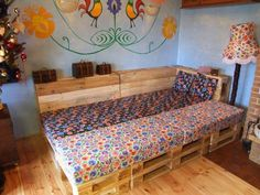 Shabby Pallet Lounge That Converts Into Bed At Night DIY Pallet Ideas Pallet Lounges & Garden Sets Pallet Sofas