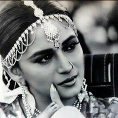 Злодей / Khal Nayak г. Madhuri Dixit, Bollywood Stars, India Beauty, Halloween Face Makeup, Indian, Black And White, Animals, Queen, Hot