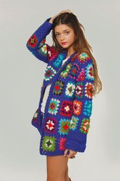 There are unique jacket, yes it's DIY Crochet Granny Square Jacket Cardigan Free Patterns Inspirations that will enhanced you styles. Crochet Jumper, Crochet Coat, Crochet Jacket, Crochet Clothes, Crochet Hooks, Knitting Patterns Free, Free Knitting, Free Pattern, Crochet Patterns
