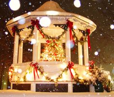 Vintage Christmas in Brecksville Ohio in their town center and gazebo.
