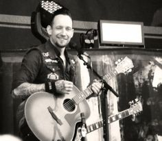 Michael Poulsen - with an acoustic...*sigh*