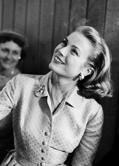 Posted by Lo Charme è un nodo da stringere con stile  Grace Kelly, 1955