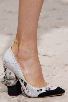 Giambattista Valli Spring 2015 Ready-to-Wear - Details - Gallery - Look 24 - Style.com