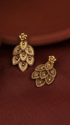 gold earrings inspired by seven Jewelry Design Earrings, Gold Earrings Designs, Gold Designs, Gold Bangles Design, Gold Jewellery Design, Antique Jewellery Designs, Gold Wedding Jewelry, Indian Gold Jewelry, Indian Earrings