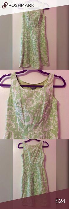 Ann Taylor Petites Green & White Dress Ann Taylor Petites Dress. Size 2P. Green & White. Side Zipper. Perfect Condition. Ann Taylor Dresses