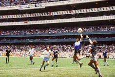 MANO DE DIOS 22 giugno 1986, allo Stadio Azteca di Città del Messico si fa la storia. Quarti di finale dei campionati del Mondo, Argentina contro Inghilterra. Diego Armando Maradona sblocca il match, che stava vivacchiando sullo 0-0, con un gol passato alla storia del calcio.