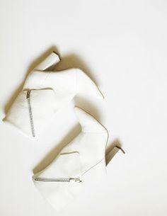 botine cu varf ascutit si manseta accesorizata cu fermoar toc gros: 10cm  pret: 340 RON pt comenzi: incaltamintedinpiele@gmail.com Fashion, Moda, Fashion Styles, Fashion Illustrations