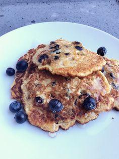 Amerika is er dol op, een stapel fluffy, lichte en zoete blueberry pancakes. Stapel ze lekker op en wees vooral niet te zuinig met de honing die erover gaat. Heb je ooit het Ahornsiroop-dieet gevol…