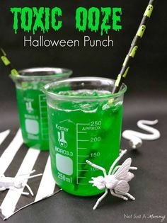 Toxic Food Entertaining, crafts and design - Made with Jell-O, juice and seltzer water, Toxic Ooze makes a fun Halloween punch or gross drink for mad scientist or Ghostbusters parties! Punch Halloween, Halloween Party Drinks, Halloween Dinner, Easy Halloween, Halloween Treats, Holidays Halloween, Halloween 2020, Halloween Alcoholic Drinks, Halloween Decorations
