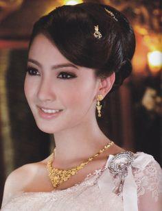 Wedding hairstyle for Thai dress ทรงผมชุดไทยแต่งงาน