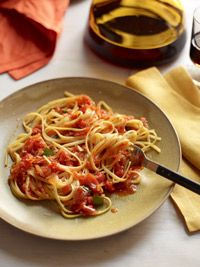 Linguine with Fresh Tomato Sauce - Healthy Recipe Finder | Rodale