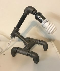 Lámpara de tubo negro por MandeesMagnets en Etsy