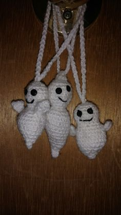 3 friendly ghosts just hanging around. Crochet