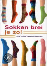 Sokken brei je zo van JA Luijken en M Hoogland. Heel leuk boek met heel veel informatie om snel leuke sokken te breien. #sokken #breien